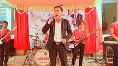 Guy Singer Sings on Stage at Wedding Party in Restaurant Stock Footage
