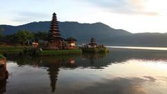 Pura Ulun Danu Bratan, Hindu temple on lake landscape, Stock Footage