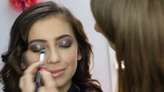 Professional makeup artist finishes Stock Footage