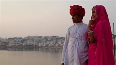 Beautiful woman in pink saree and handsome guy wearing turban in Pushkar, Rajast Stock Footage