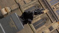 Captain Matthew Flinders Statue, Navigator, St Paul Cathedral Stock Footage