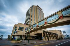Buildings along Atlantic Avenue, in Virginia Beach, Virginia. Kuvituskuvat