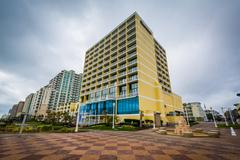 Highrise hotels on the oceanfront, in Virginia Beach, Virginia. Kuvituskuvat