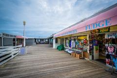 Businesses on the fishing pier in Virginia Beach, Virginia. Kuvituskuvat