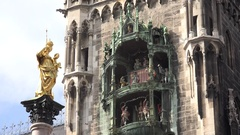 4K Virgin Mary golden statue and Glockenspiel figures statue Munich Marienplatz Stock Footage