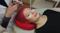 Сosmetologist works with a nebulizer after the procedure, eyelash extensions. Stock Footage