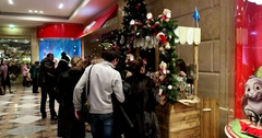 People buy Christmas gifts, Central Children's Store on Lubyanka Stock Footage