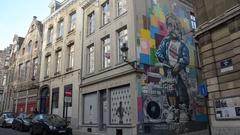 Manneken pis murales in Brussel Stock Footage