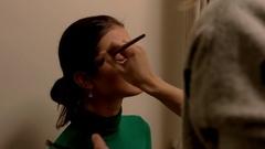 VIsagist with brush applies makeup. Stock Footage