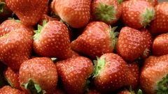 4K Fresh, ripe, juicy strawberries to rotate. close-up macro Arkistovideo