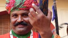 Musician playing traditional rajasthani music in Jaipur, Rajasthan, India Stock Footage