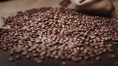 Quality of grain roasted coffee to spill from a jute sack , slow motion Stock Footage