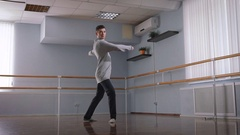 The professional dancer in the rehearsal hall. He carries out tricks. The trick Stock Footage