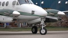 Aircraft, Beech King Air 90 reverse taxi Stock Footage
