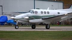 Aircraft, Beech King Air 90 taxi Stock Footage
