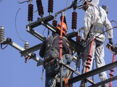 Electricians of the Israeli Electric Co fixing high voltage electrical lines Arkistovideo