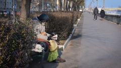 Homeless read the newspaper Stock Footage