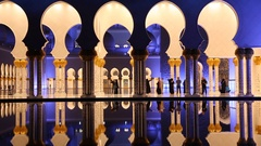 Sheikh Zayed Grand Mosque in Abu Dhabi Stock Footage