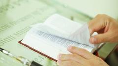Torah Scroll in prayer Stock Footage