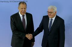 Frank-Walter Steinmeier welcomes Sergey Lavrov Stock Photos