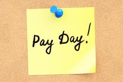 Pay Day! Text on a sticky note pinned to a corkboard. 3D rendering Stock Illustration