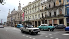 Road traffic with old American cars at the Paseo de Marti (near Parque Central). Stock Footage
