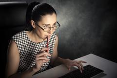 Woman using computer. Kuvituskuvat