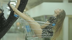 Two models in a supermarket in a good mood fooled Stock Footage
