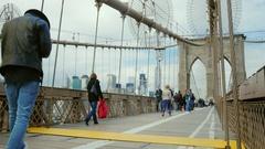 New York City, USA - OKTOBER, 2016: Tourists walk along the pedestrian area of Stock Footage