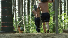 Men in obstacle course race Stock Footage