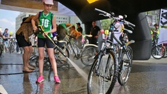 Girl in green shirt wash bike Stels by Karcher before Cycling Parade Stock Footage