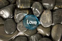 Love Encouragement Stone on River Rocks Kuvituskuvat