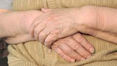 Old woman hand with loose skin Stock Footage