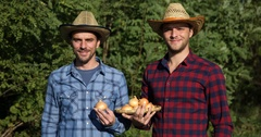 Positive Farmer People Presentation Holding Common Onion Show Thumb Up Gesture Stock Footage