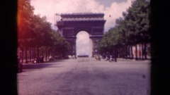 1939: l'arc de triomphe, or triumphal arch, one of the most iconic sights in Stock Footage