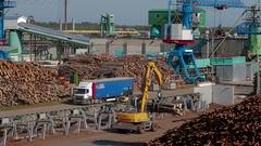 HEAVY EQUIPMENT TRUCK PICKER Lumber industry Stock Footage