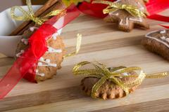Decorating gingerbread cookies with colourfull ribbons Stock Photos