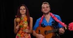 Group of Musicians Play Instrument Man Sing Guitar Woman Maracas Percussion Live Arkistovideo