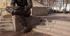 Fred Rogers Statue establishing shot downtown Pittsburgh tilt 4k Stock Footage