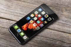 New black iPhone 7 Plus. Kuvituskuvat