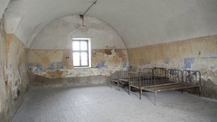 Old crumbling room, metal beds, Theresienstadt concentration camp, Terezin Stock Footage