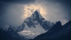 Paramount mountain in Cordillera Blanca. Stock Footage