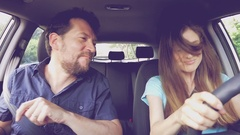 Cool funny couple dancing and singing driving car happy Arkistovideo