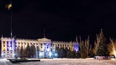 Timelapse main tree of city and Ukrainian flag on flagpole Stock Footage