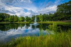 Fountain and lake at Symphony Park, in Charlotte, North Carolina. Kuvituskuvat