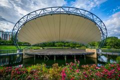 Stage over a lake, at Symphony Park in Charlotte, North Carolina. Kuvituskuvat