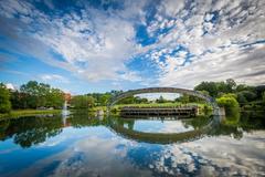 The lake at Symphony Park, in Charlotte, North Carolina. Kuvituskuvat