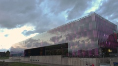 Time lapse video of the Museum of Modern Art in Linz, Austria before dark. Stock Footage