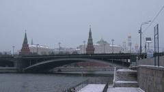 Bolshoy Kamenny Bridge, Moscow river and Kremlin. Stock Footage