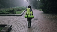 Wanderer Vacation Street Backpack Walking City Stock Footage